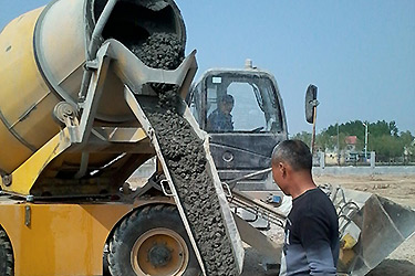 HMC self-loading mobile concrete mixer